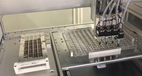 引导机器人抓取摆放
